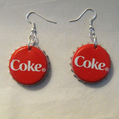 Small wallet / purse made from Recycled Coca Cola by TinkanDesigns Weird Jewelry, Cute Jewelry, Jewelry Crafts, Jewelry Accessories, Funky Jewelry, Jewlery, Etsy Jewelry, Funky Earrings, Diy Earrings