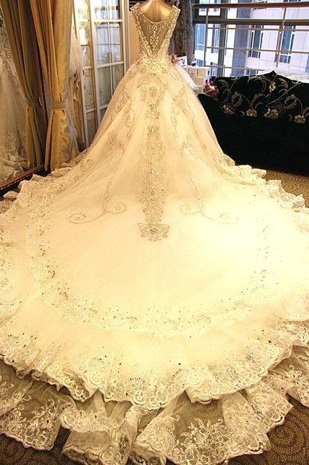 Lovely Huge Wedding Dresses And Gorgeous Shiny Beading Diamond
