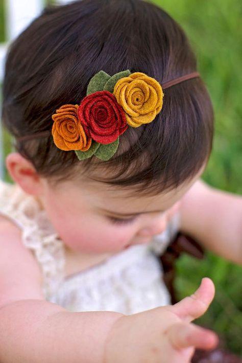 Ideas baby diy newborn flower headbands for 2019 Felt Headband, Baby Flower Headbands, Newborn Headbands, Baby Bows, Kids Headbands, Hairband For Baby Girl, Baby Hair Clips, Knitted Headband, Felt Roses
