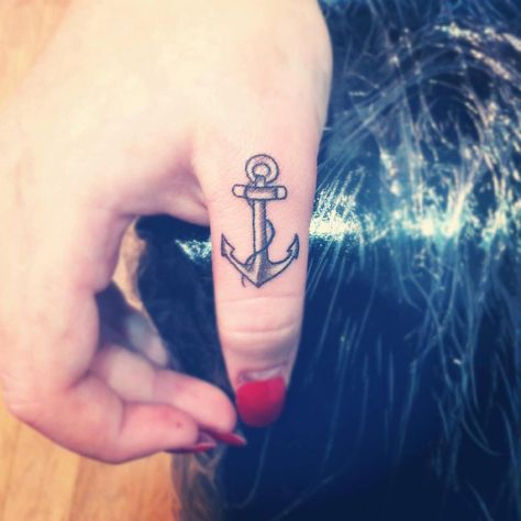 My anchor right after it was done. It hurt so bad but I adore it! Done by Sharna at Altarmania Tattoo, Goldcoast, Queensland, Australia.