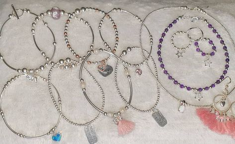 +35 When you re having a tidy up of the jewellery box and you just love your bracelets, rings amp; necklaces you have to take a picture All handmade by the fabulous beautiful_beads_by_gemma_p #bracelets #rinds #beads #opalchocker #stars #hearts #allhandmade