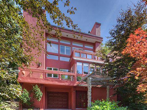 House of the Week - 25 Fallingbrook Drive