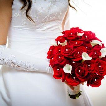 Bouquet Sposa Con Rose Rosse.Come Eliminare Le Macchie Difficili Dalle Tovaglie Temi Di Nozze