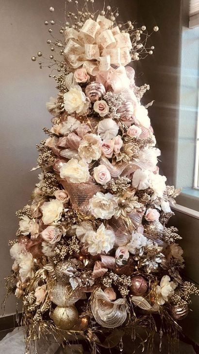 43 Affordable Christmas Tree Decoration Ideas That Will Spark Your Creati Shabby Chic Christmas Tree Gold Christmas Tree Decorations Gold Christmas Decorations