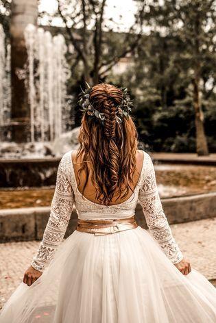 Zweiteiler Zur Hochzeit Mit Spitzen Body Und Midi Rock In Ivory In 2020 Blumenmadchen Kleid Brautfrisur Kleid Hochzeit