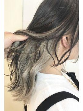 ホワイトインナーカラー 藤田 髪型 髪 色 グレー ヘアカラー