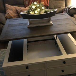 Bolanburg Coffee Table With Lift Top With Images Coffee Table