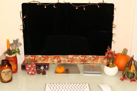 Sharing some of my fall desk decor from the different farms and cozy stores I visited in Chester! Mason jars, candles, pumpkins, oh my! Fall Bedroom, Bedroom Sets, Dorm Decorations, Halloween Decorations, Work Desk Decor, Fall Room Decor, Autumn Interior, Cubicle Makeover, Seasonal Decor