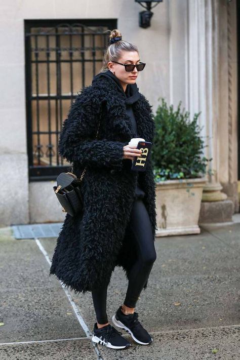 11 Low-Maintenance Winter Outfits Celebs Swear By Low-maintenance winter outfits do exist, and today we're proving it with 11 celeb-approved combinations to wear this cold-weather season.
