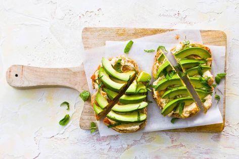 meergranenbrood met hummus en avocado   recept in 2019   lunchbox