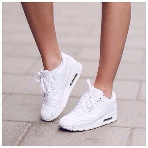 Sara Che | via Tumblr | Nike air max