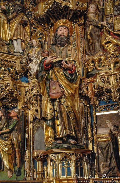 El 25 de julio se celebra la festividad de Santiago Apóstol, patrón de España.  En la imagen, talla de Santiago el Mayor perteneciente al retablo mayor del monasterio de la Cartuja de Miraflores (Burgos). Obra de Gil de Siloé entre 1496 y 1499. Policromado por Diego de la Cruz.  El retablo, encargado por Isabel I de Castilla, es uno de los más espectaculares del gótico hispano por su originalidad compositiva e iconográfica, y por la excelente calidad de la talla y la policromía.  Descubre más de