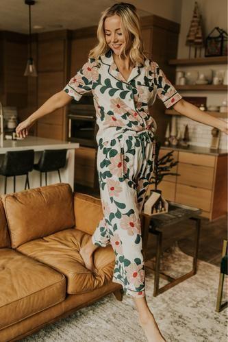 Shop Trendy Bottoms for Women - Spring Pants & Clothing Cute Pajama Sets, Cute Pajamas, Pajamas Women, Red Pajamas, Pajama Outfits, Pajama Pants, For Elise, Purple Lingerie, Popular Outfits