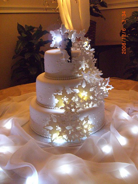 Light Up Snowflake Cake Wedding Table Ideas