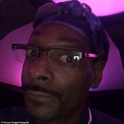 Snoop Dogg calls Kanye West 'crazy' after the rapper's latest rant Snoop Dogg, Snoop Dog Meme, Stupid Funny Memes, Funny Relatable Memes, Meme Faces, Funny Faces, Response Memes, Reaction Face, Current Mood Meme