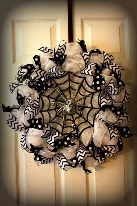 Creepily stunning DIY Halloween Wreath ideas - Hike n Dip DIY Halloween Wreaths are easy to make and can be made using simple dollar store items. Make your Halloween door decorations special with these easy wreaths Halloween Mesh Wreaths, Halloween Door Decorations, Holiday Wreaths, Thanksgiving Mesh Wreath, Winter Wreaths, Spring Wreaths, Summer Wreath, Wreath Crafts, Diy Wreath