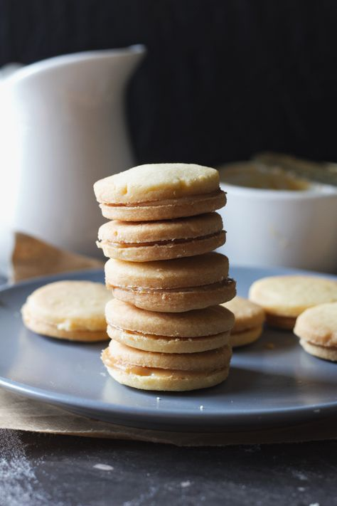 ChiGarden | Shortbread and dulce de leche cookies | http://www.chigarden.com
