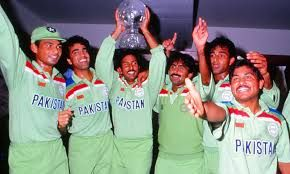 Image Result For Cricket Images Pakistani Team With World Cup 1992 Cricket World Cup World Cup Cricket