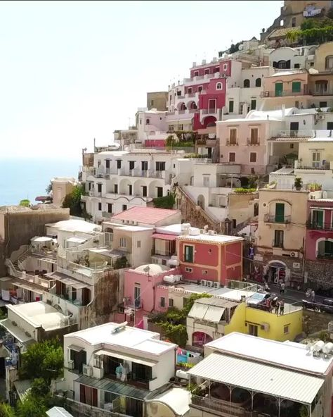 We have selected great places with amazing views for you to choose from for your next visit to the Amalfi Coast. #positano #amalfi #amalficoast #italy