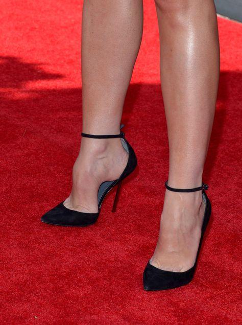 http://pics.wikifeet.com/Stana-Katic-Feet-1292442.jpg