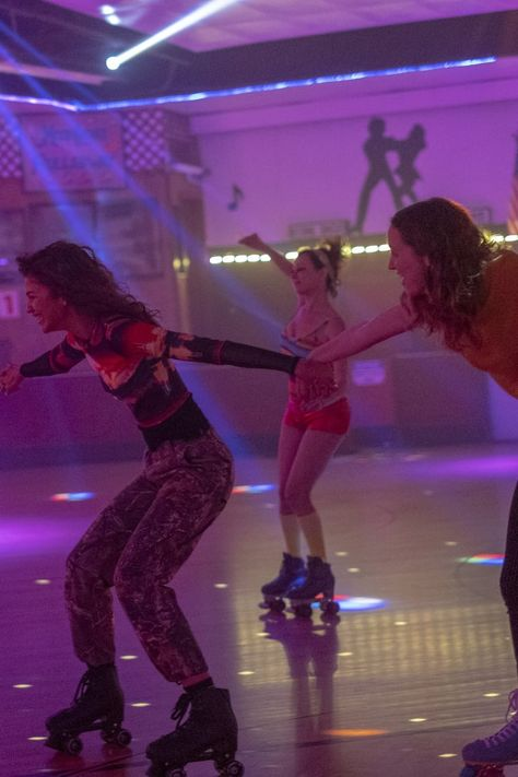 The web of crushes and hookups on Euphoria is seriously tangled, and viewers have recently raised a new question: is Lexi in love with Rue? Mode Zendaya, Euphoria Fashion, Purple Walls, Purple Aesthetic, My Vibe, Photo Wall Collage, Teenage Dream, Roller Skating, Bilbao