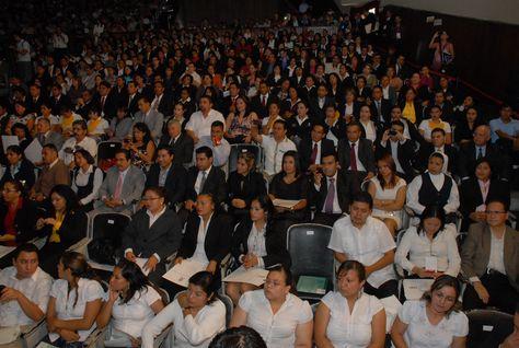 El gobernador Javier Duarte de Ochoa, asistió a la entrega de los primeros títulos universitarios y los primeros certificados de bachillerato de la Universidad Popular Autónoma de Veracruz (UPAV).