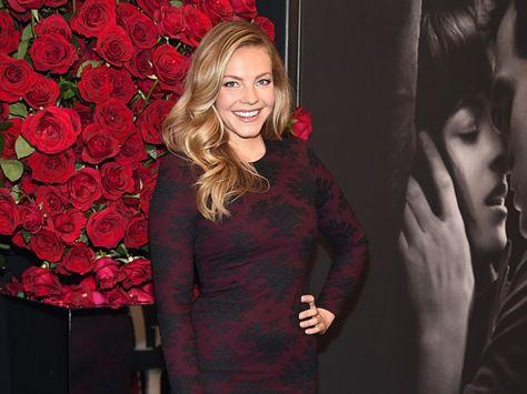 #Flawless! Sarah Hyland Debuts New Beyonce-Inspired Blonde