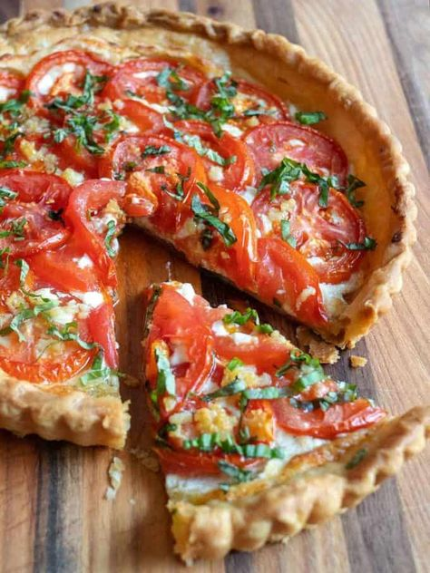 Fresh Tomato Ricotta Tart is a luscious creamy based tart topped with flavorful garden fresh tomatoes in a flaky puff pastry crust. It's a snap to make and is an absolutely delicious way to use the bright red tomatoes from your garden. Brunch, Ricotta Torte, Tart Recipes, Cooking Recipes, Tomato Pie, Tomato Tart Recipe, Vegetarian Recipes, Healthy Recipes, Savory Tart