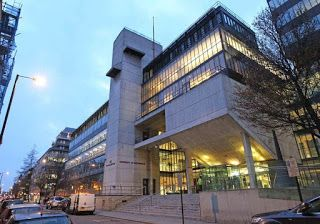 منحتي منحة لدراسة البكالوريوس في المملكة المتحدة للطلاب Building Multi Story Building Structures