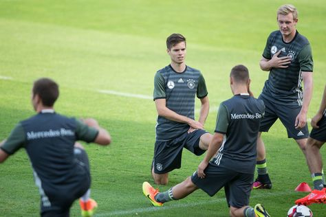 Julian Weigl Photos Photos - Julian Weigl (C) of Germany with his team mates during a Germany training session prior a friendly soccer match against Finland on August 29, 2016 in Duesseldorf, Germany. - Germany - Training
