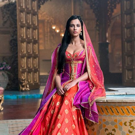 Aladdin and Jasmine Duet on Original Song 'Desert Moon' in Deleted Scene from Disney Remake