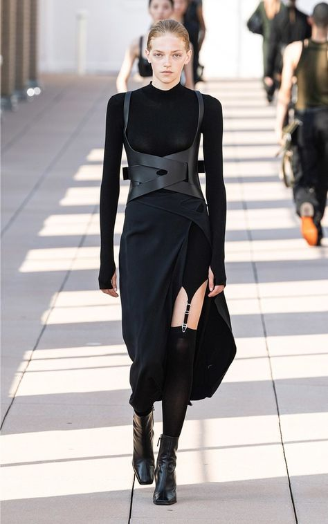 Dark Fashion, Fashion 2020, Runway Fashion, High Fashion, Fashion Outfits, Fashion Trends, Bold Fashion, Girly Outfits, Unique Fashion