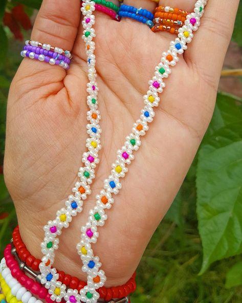 Beaded Choker, Beaded Rings, Beaded Bracelets, Daisy Necklace, Seed Bead Necklace, Collar Necklace, Diy Schmuck, Schmuck Design, Bead Jewellery