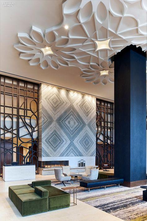 Faux Plafond Design Décoré De Grandes Fleurs 3D En Plâtre