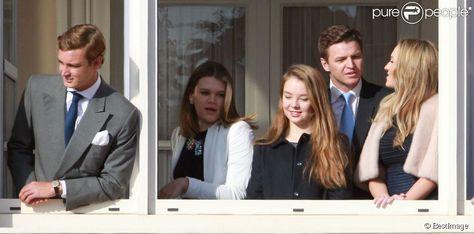 Pierre Casiraghi, Camille Gottlieb, la princesse Alexandra de Hanovre, Gareth Wittstock et sa compagne Roisin Galvin  lors de la présentation officielle des   jumeaux Gabriella et Jacques, enfants du prince Albert II et de la princesse Charlene, au balcon du palais princier à Monaco le 7 janvier 2015.