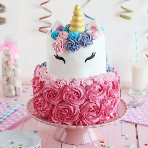 Amazing Unicorn Cake.  Credit: @tartafantasia