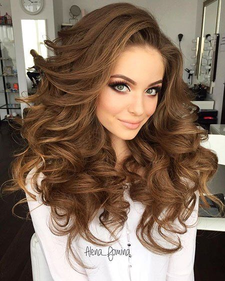 12 Big Curly Long Hairstyles 12 Wedding Hairstyle Weddinghairstyle Bridalhair Bridalhairstyles Curlyhair Longhai Hair Styles Long Hair Styles Hair