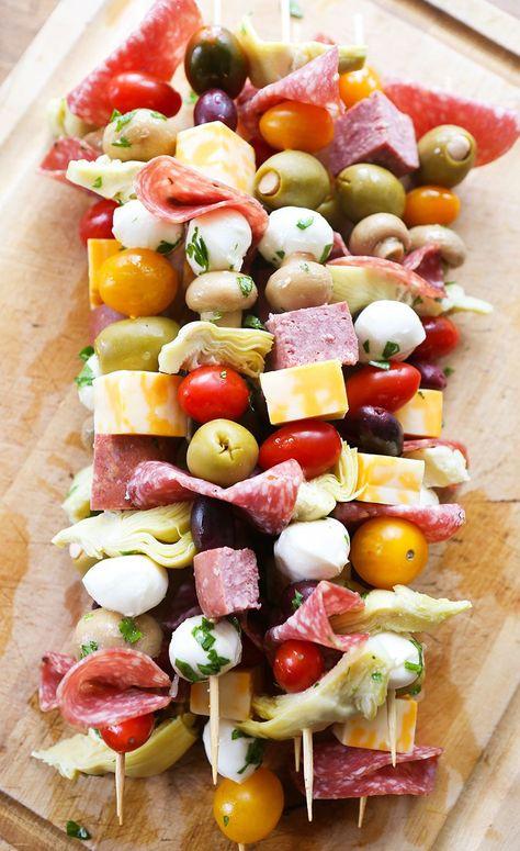 antipasto skewers recipe #thanksgiving #food #recipes #thanksgivingrecipes #appetizers #thanskgivingappetizers