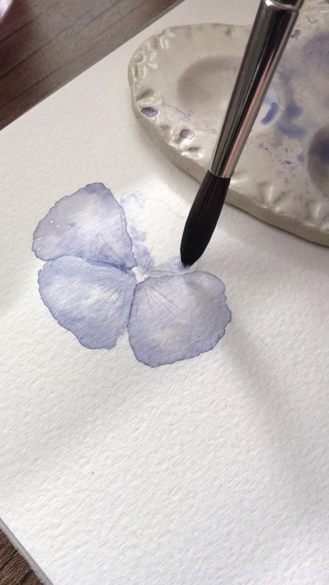 Link on my profile for 5 FREE things you should know about painting watercolor flowers!💛 How to paint pansie with watercolors!