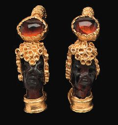 A PAIR OF GREEK GOLD AND GARNET EARRINGS HELLENISTIC PERIOD, CIRCA 4TH-3RD CENTURY B.C.