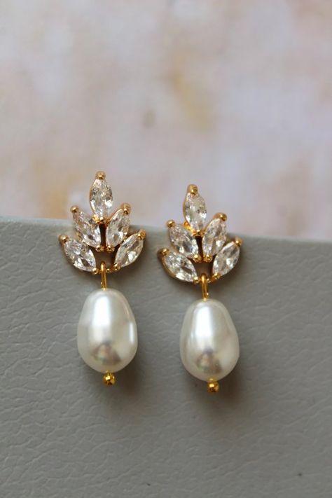 Small Gold Swarovski Pearl Earrings Bridal Wedding Etsy