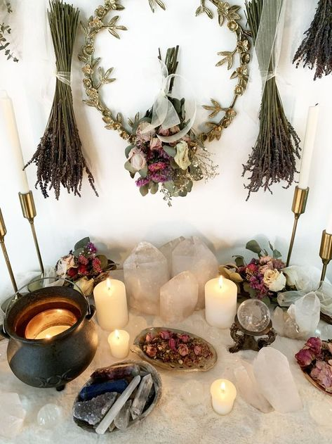 Autel Wiccan, Wicca Altar, Wiccan Decor, Witchcraft, Magick, Witch Room, Meditation Room Decor, Crystal Altar, Modern Witch