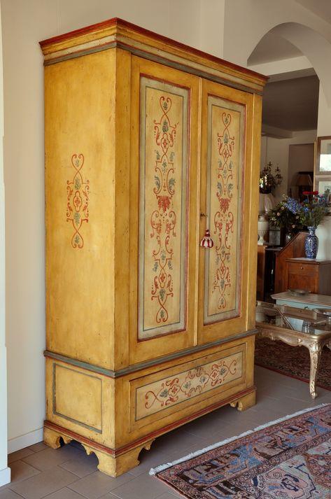 Armadio decorato a 2 ante e un cassetto in stile barocco ...