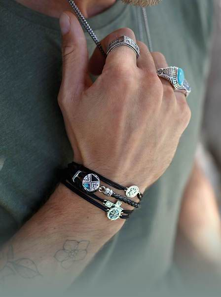 The Thomas Sabo Leather Bracelets Provide Instant Extra Style Kudos To Any Outfit Wether Worn Alone Or I Anillos Para Hombres Accesorios Para Hombre Pulseras