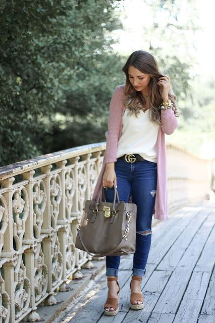 301d5eb0d8a CASUAL TRAVEL OUTFIT + AUGUST GOALS   A Classy Fashionista Casual travel  outfit, NYC outfit, Pink cardigan, White scallop cami, michael kors  handbag, Gucci ...