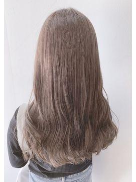 武者照美 ミルクティーベージュ 髪色 ミルクティー ロングパーマヘア 髪 カラー
