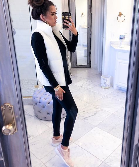 Need some comfy, cozy outfit ideas for lounging indoors with the fam? Sharing 4 looks (on MAJOR sal