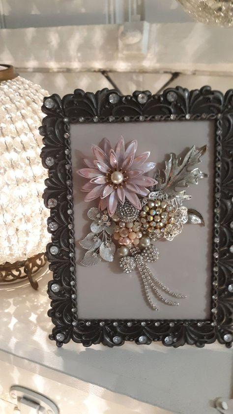 Vintage Jewelry Bouquet Picture on Mercari – Diy Jewelry Vintage Jewelry Frames, Jewelry Mirror, Mom Jewelry, Jewelry Tree, Hippie Jewelry, Tribal Jewelry, Costume Jewelry Crafts, Vintage Jewelry Crafts, Vintage Costume Jewelry