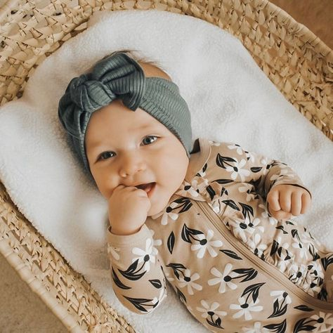 This handmade headband is made from a knit fabrics with a bit of stretch. Its designed to be tied & untied to adjust for sizes. >>>Top Knot Sizes<<< Measurement is of the circumference of the headband tied. months: 13 months: months: 16 years: All items Baby Turban, Toddler Outfits, Kids Outfits, Newborn Baby Girl Outfits, Cute Baby Outfits, Baby Band, Little Babies, Baby Kids, Newborn Babies