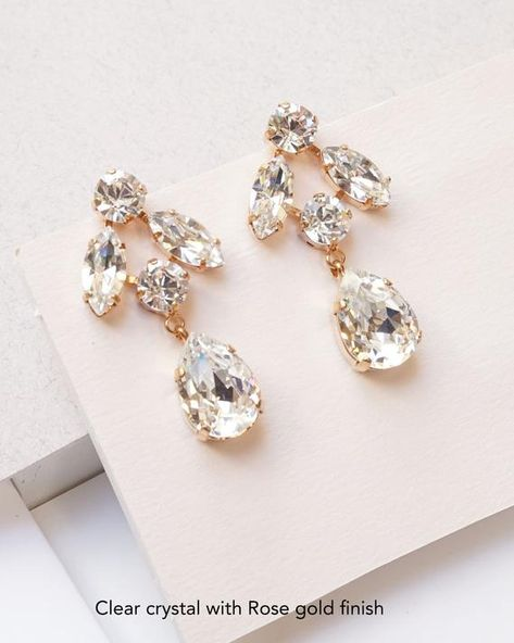 #jewelry #earrings #chandelierearrings #crystalearrings #rosegoldearrings #swarovskiearrings #emeraldearrings #statementearrings #opalearrings #weddingjewelry #opaljewelry #earringsforwomen #bridalearrings #rosegoldjewelry #clusterearrings #earringsforevening